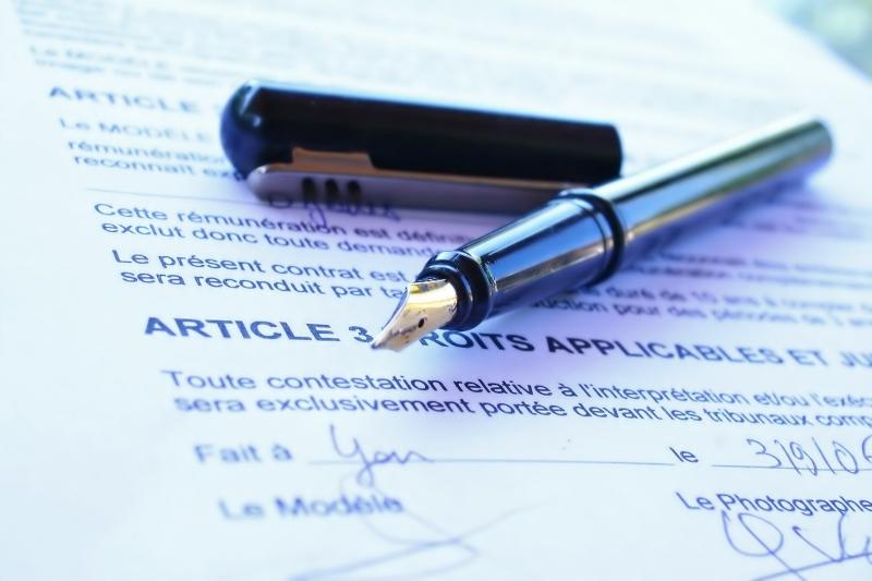 contrat et stylo